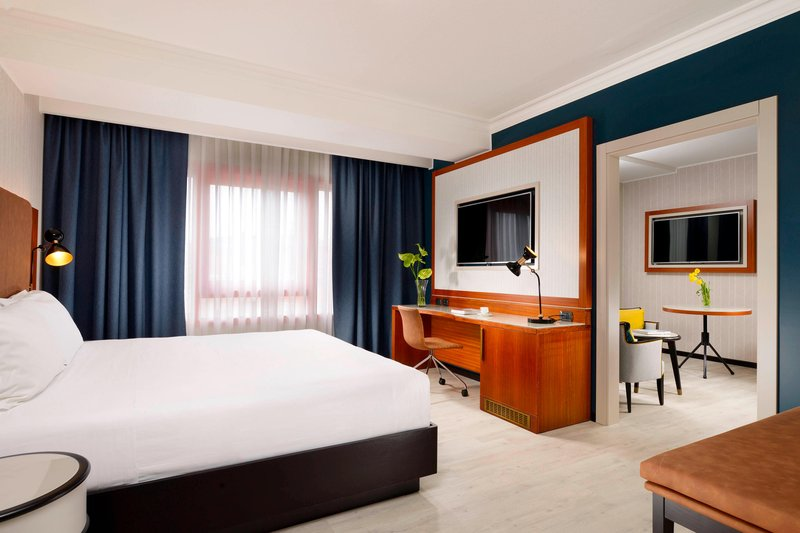 Four Points by Sheraton Siena-King Suite<br/>Image from Leonardo
