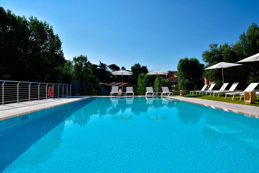 Four Points by Sheraton Siena-Outdoor Pool<br/>Image from Leonardo