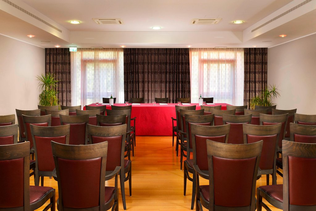 Four Points by Sheraton Siena-Meeting Room<br/>Image from Leonardo