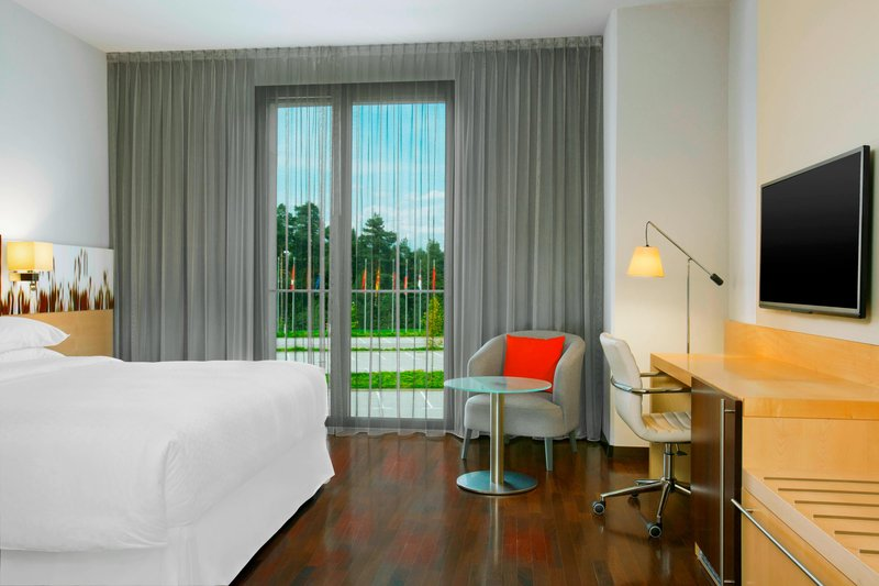 Four Points by Sheraton Ljubljana Mons-Classic Queen Room<br/>Image from Leonardo