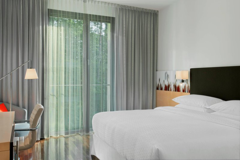 Four Points by Sheraton Ljubljana Mons-Queen Business Guest Room - Sleeping Area<br/>Image from Leonardo
