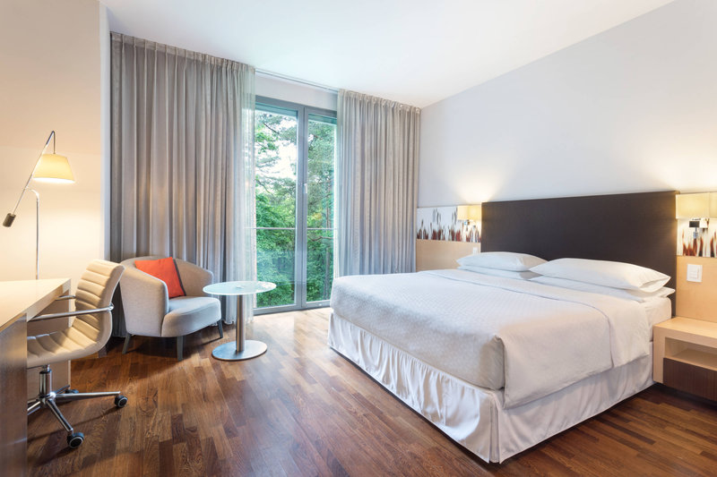 Four Points by Sheraton Ljubljana Mons-Queen Corner Guest Room<br/>Image from Leonardo
