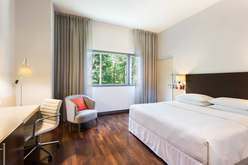 Four Points by Sheraton Ljubljana Mons-Queen Accessible Guest Room<br/>Image from Leonardo