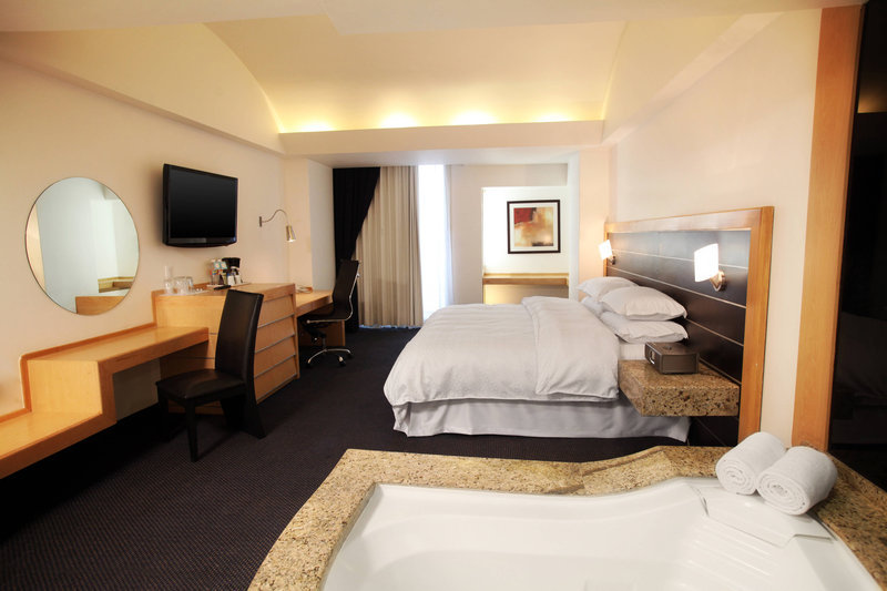 Four Points by Sheraton Mexico City, Colonia Roma-Junior Suite<br/>Image from Leonardo