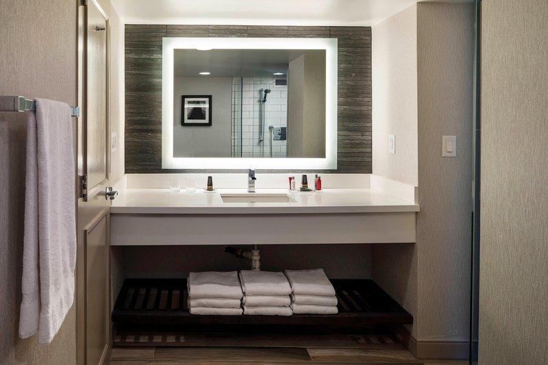 Boston Marriott Newton-Presidential Suite - Bathroom<br/>Image from Leonardo