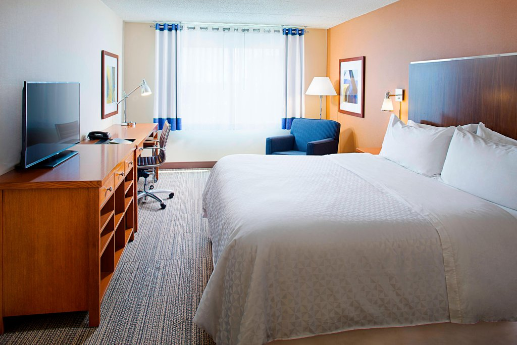 Four Points Philadelphia Airport-King Guest Room<br/>Image from Leonardo