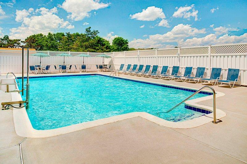 Four Points Philadelphia Airport-Outdoor Pool<br/>Image from Leonardo