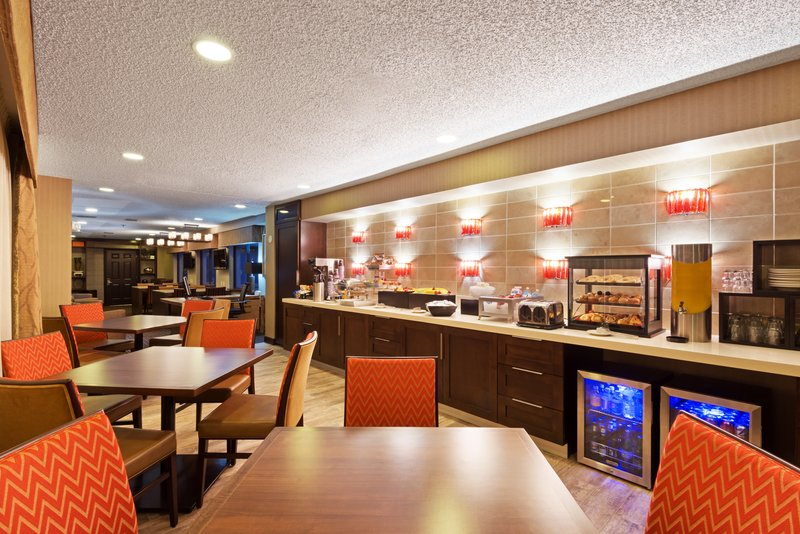 Crowne Plaza Dallas Galleria - Addison-IHG Club Lounge - Complimentary for all IHG Reward Members<br/>Image from Leonardo