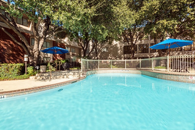 Crowne Plaza Dallas Galleria - Addison-Relaxing Outdoor Pool located on the 2nd level<br/>Image from Leonardo