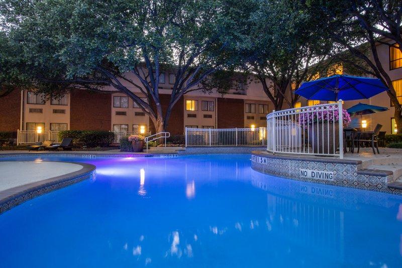 Crowne Plaza Dallas Galleria - Addison-Outdoor Swimming Pool<br/>Image from Leonardo