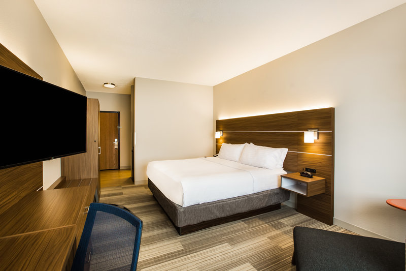 Holiday Inn Express & Suites Bellevue (Omaha Area)-Relax and unwind in a newly-renovated room with one king bed.<br/>Image from Leonardo