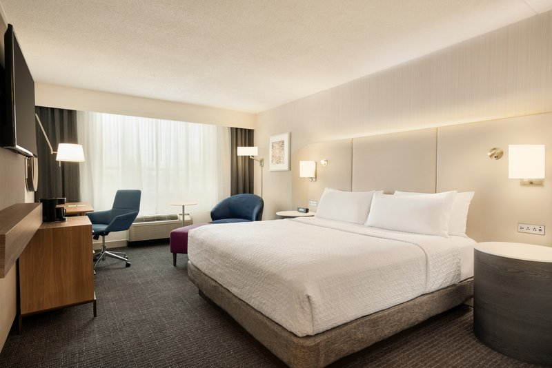 Crowne Plaza Philadelphia - King of Prussia-King Bed Guest Room<br/>Image from Leonardo