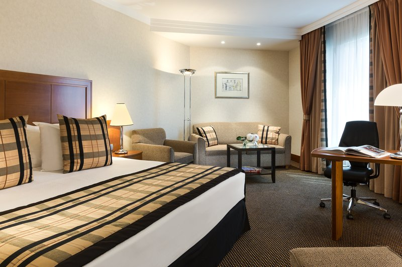 Crowne Plaza Brussels Airport-Enjoy extra space in a Junior Suite with a cosy sitting area<br/>Image from Leonardo