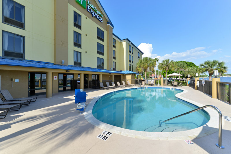Holiday Inn Express & Suites Tampa/Rocky Point Island-Swimming Pool<br/>Image from Leonardo
