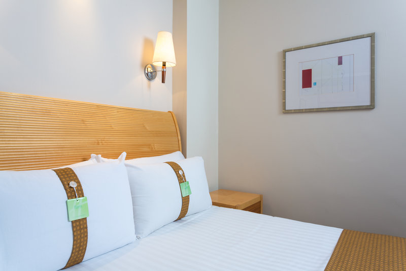 Holiday Inn Rugby-Northampton M1, Jct.18-Double Bedroom<br/>Image from Leonardo