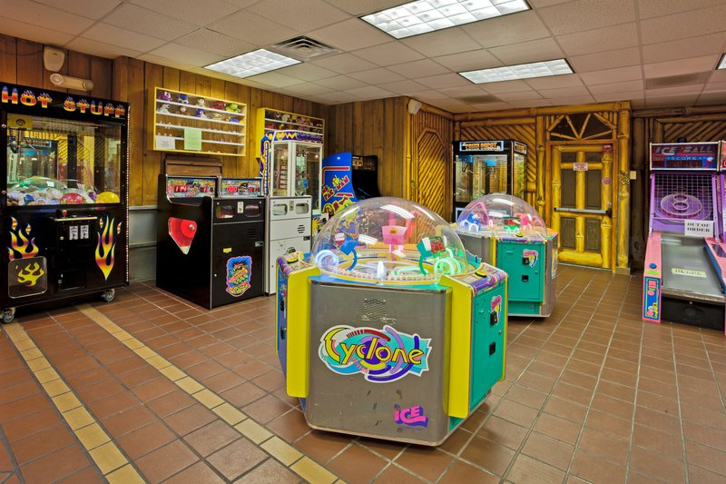 Holiday Inn & Suites Clearwater Beach S Harbour-Gecko's Game Room- A redemption game room located in our gift shop<br/>Image from Leonardo