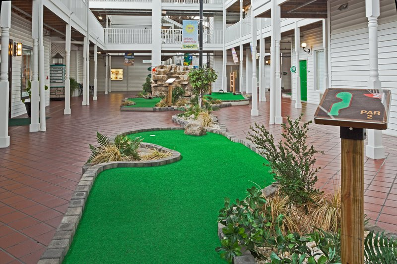 Holiday Inn & Suites Clearwater Beach S Harbour-Southernmost Links Miniature Golf Course is our 18-hole mini-golf<br/>Image from Leonardo