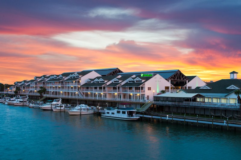 Holiday Inn & Suites Clearwater Beach S Harbour-Come by car or boat! We are located directly on the Intracoastal<br/>Image from Leonardo