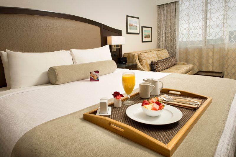 Crowne Plaza Seattle Airport-Room Service<br/>Image from Leonardo