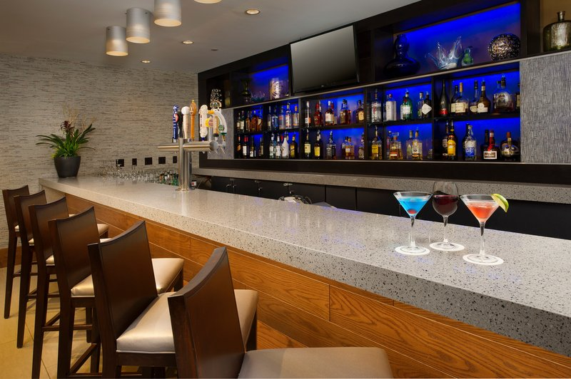 Crowne Plaza Seattle Airport-Join us for a cocktail in the Reflections Bar and Lounge<br/>Image from Leonardo