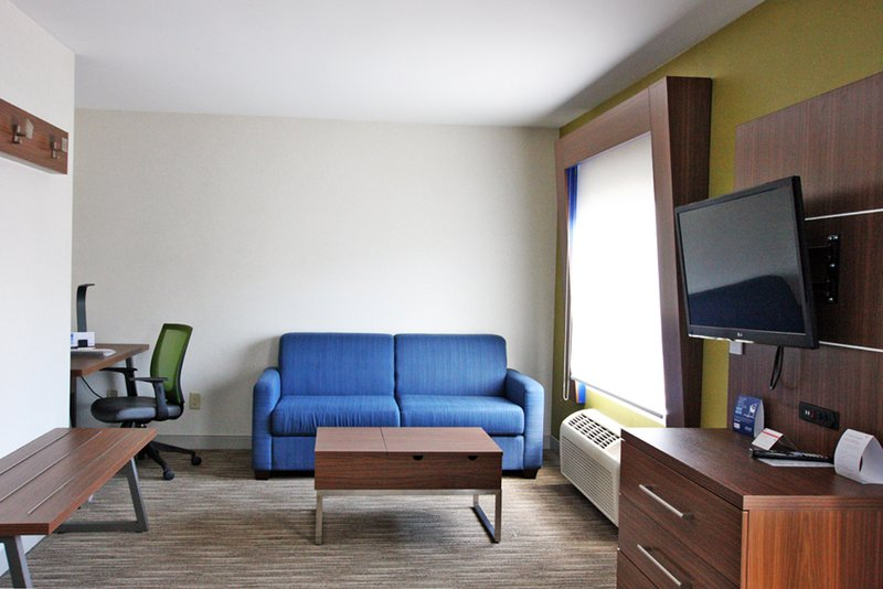 Holiday Inn Express Branford - New Haven-Wheelchair Accessible<br/>Image from Leonardo