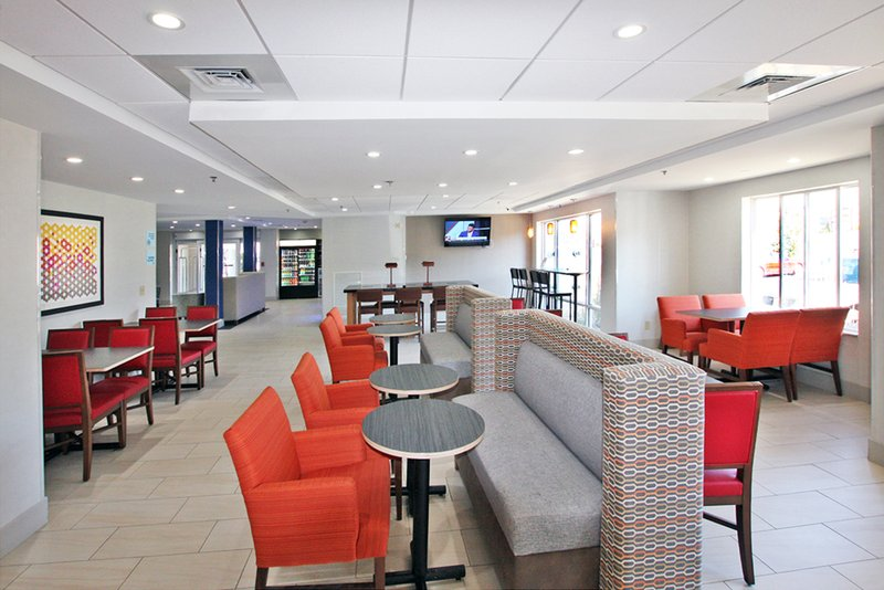 Holiday Inn Express Branford - New Haven-Restaurant<br/>Image from Leonardo