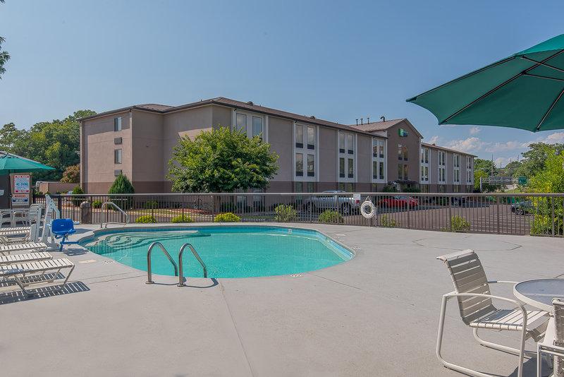 Holiday Inn Express Roanoke-Civic Center-Swimming Pool<br/>Image from Leonardo