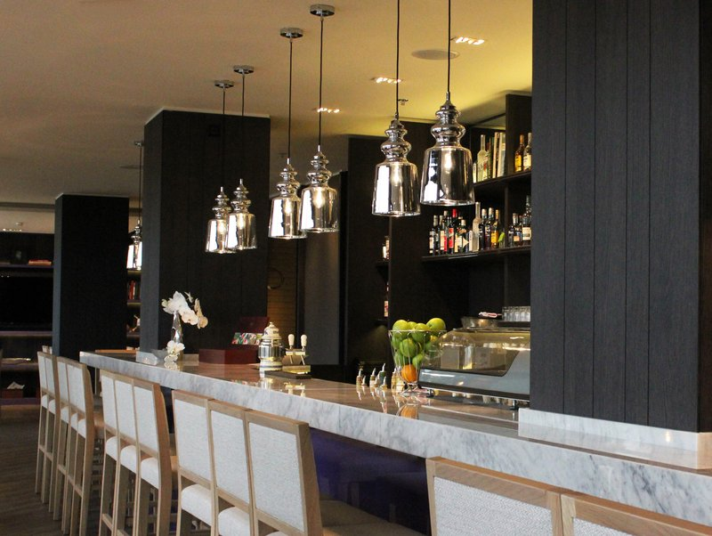 Crowne Plaza Geneva-Hotel Bar for relaxing moments with friends or colleagues<br/>Image from Leonardo