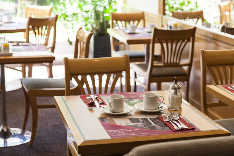 Crowne Plaza Geneva-Cafe Jardin for delicious buffet breakfast<br/>Image from Leonardo