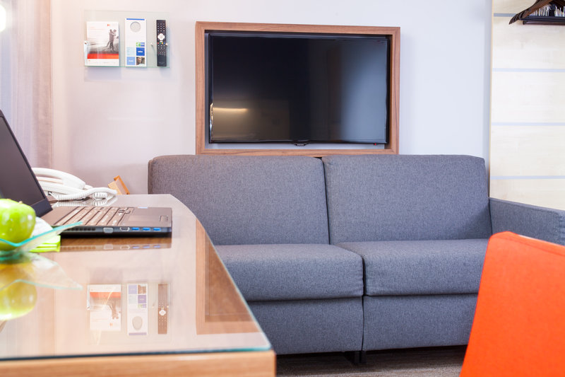 Holiday Inn Express Toulouse Airport-Business Room / Family Room<br/>Image from Leonardo