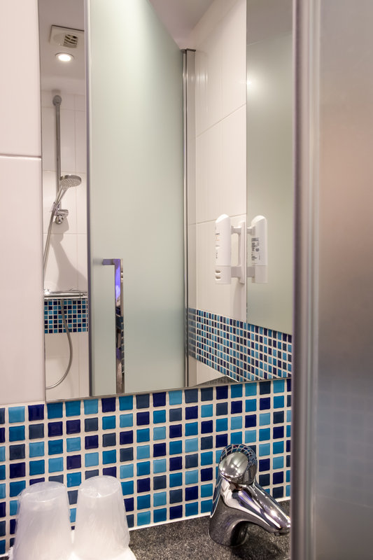 Holiday Inn Express Toulouse Airport-Bathroom<br/>Image from Leonardo