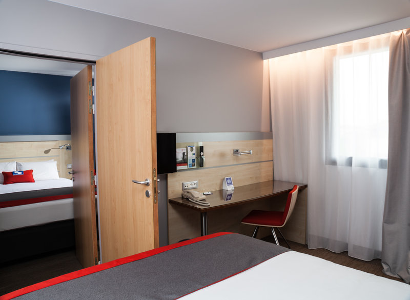 Holiday Inn Express Toulouse Airport-Connecting Rooms<br/>Image from Leonardo