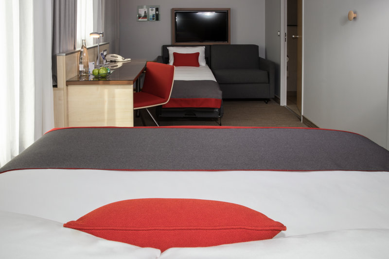 Holiday Inn Express Toulouse Airport-Family  Room<br/>Image from Leonardo