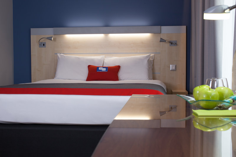 Holiday Inn Express Toulouse Airport-Business Room<br/>Image from Leonardo