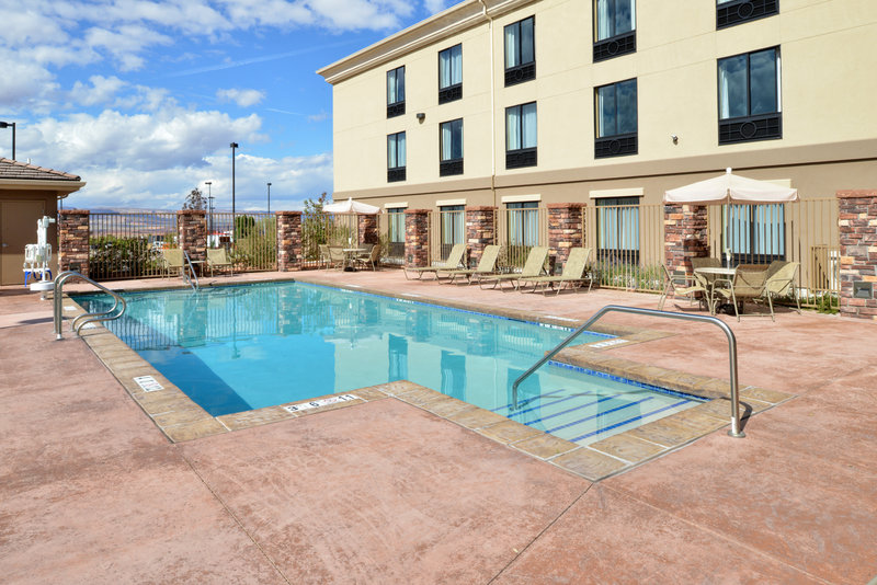 Holiday Inn Express Page - Lake Powell Area-Swimming Pool<br/>Image from Leonardo