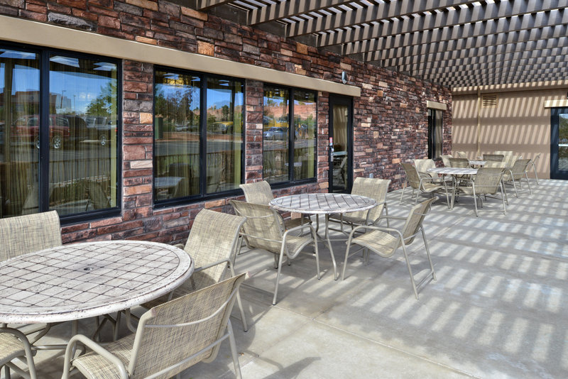 Holiday Inn Express Page - Lake Powell Area-Breakfast Area<br/>Image from Leonardo