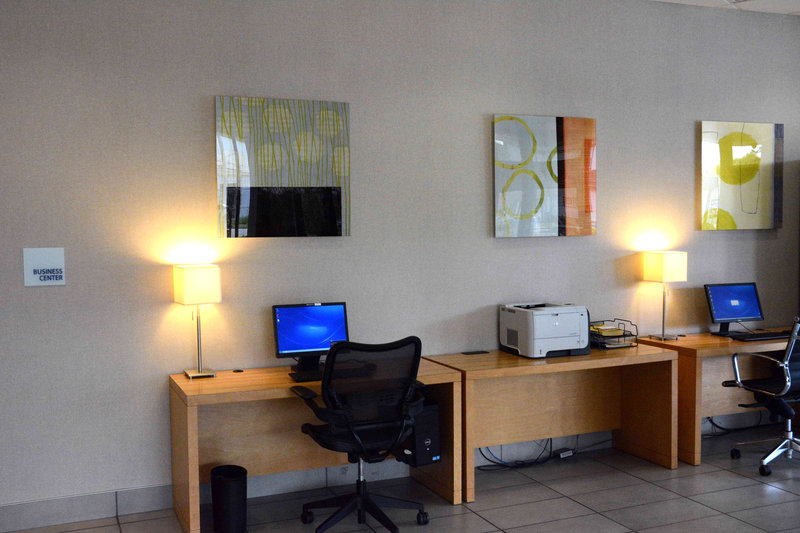 Holiday Inn Express & Suites Stamford-Business Center<br/>Image from Leonardo