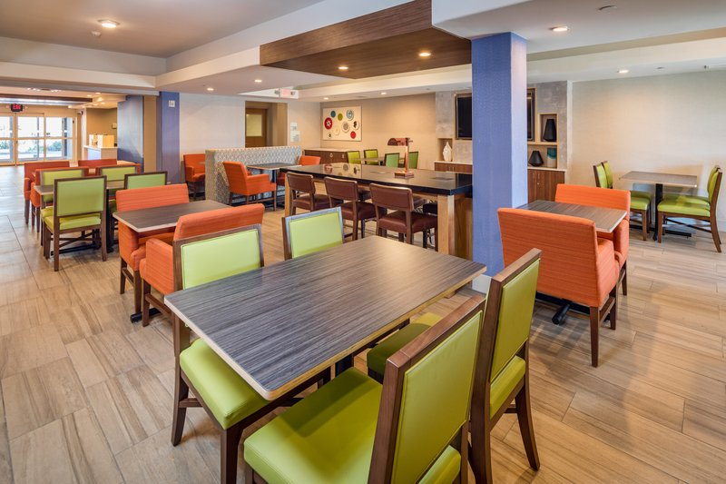Holiday Inn Express & Suites Modesto-Salida-Large Greatroom and Breakfast Seating<br/>Image from Leonardo