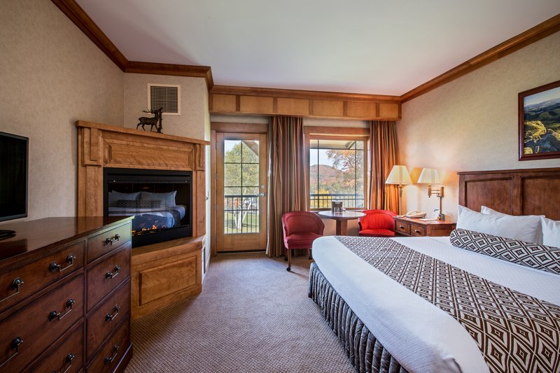 Crowne Plaza Lake Placid-Deluxe King Room ADA Accessible (Adirondack Wing)<br/>Image from Leonardo