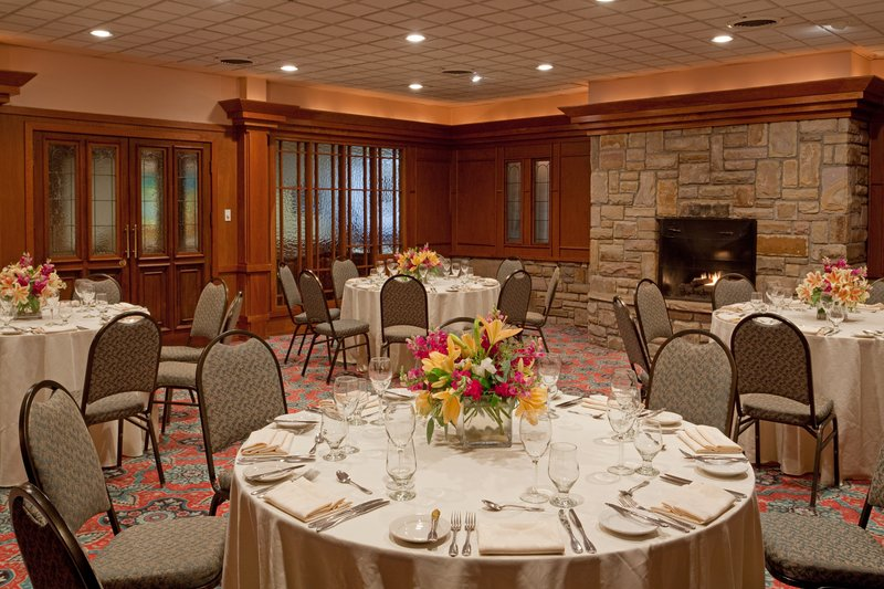 Crowne Plaza Lake Placid-Kate Smith Library is perfect for more intimate events<br/>Image from Leonardo