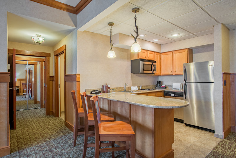 Crowne Plaza Lake Placid-Deluxe King Suite Kitchenette (Adirondack Wing)<br/>Image from Leonardo