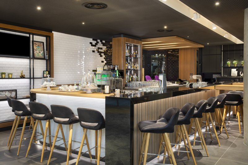 Holiday Inn Stuttgart-To Go Café Bar<br/>Image from Leonardo
