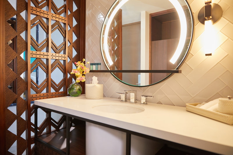 Waikiki Beachcomber By Outrigger - Bathroom <br/>Image from Leonardo