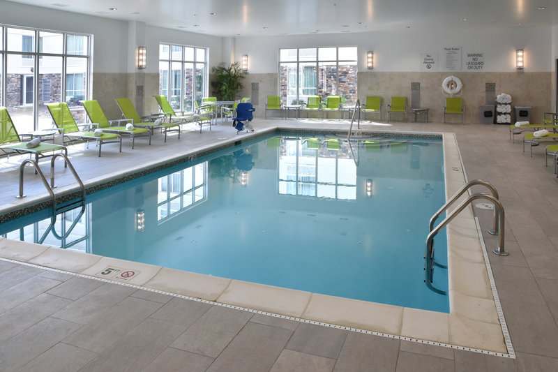 Holiday Inn Canton (Belden Village)-Swimming Pool<br/>Image from Leonardo