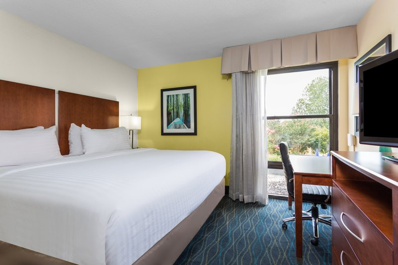 Holiday Inn Express Wilmington-Executive Suite includes king size bed & separate living area.<br/>Image from Leonardo