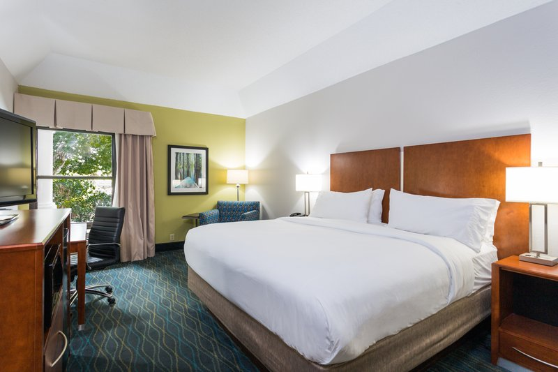 Holiday Inn Express Wilmington-King Bed<br/>Image from Leonardo
