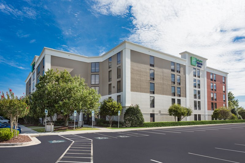Holiday Inn Express Wilmington-Our hotel in Wilmington, NC has ample & free parking.<br/>Image from Leonardo