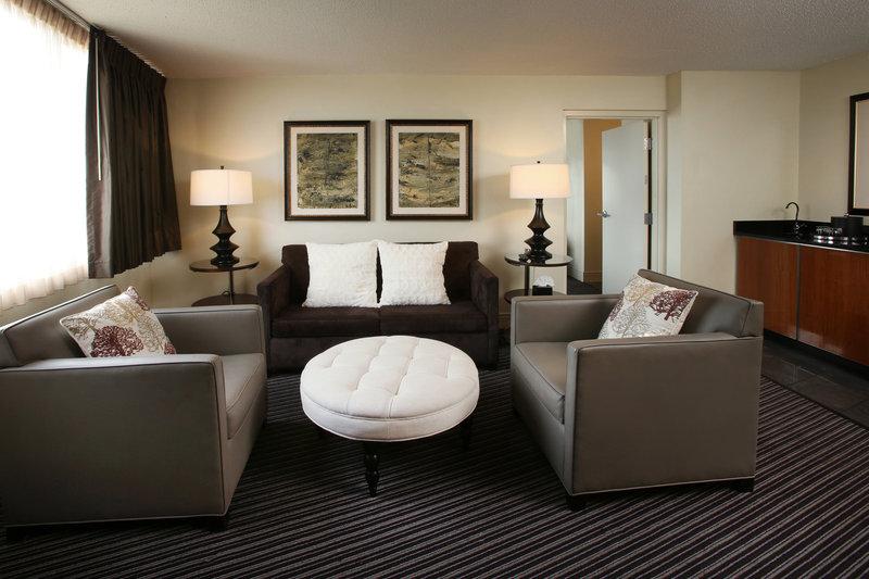 Crowne Plaza Syracuse-Superior Room<br/>Image from Leonardo