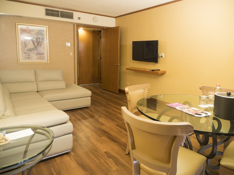 Crowne Plaza Monterrey-Adjoining Room<br/>Image from Leonardo