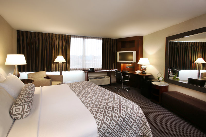 Crowne Plaza Syracuse-King Sized room.<br/>Image from Leonardo